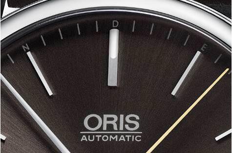 ter是一位次中音萨克斯演奏家腕表的12点刻度被设计为一枚萨克斯哨